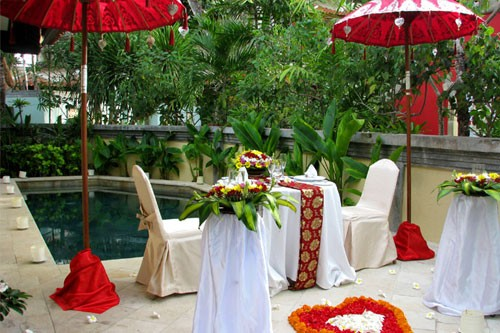 ramada-resort-nusa-dua-pool-dinner